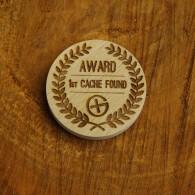 Géocoin en bois - AWARD 1ST CACHE FOUND