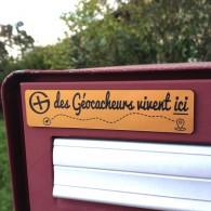 """Plaque pour Boîte aux lettres """"des Géocacheurs vivent ici"""" - Or/Noir"""