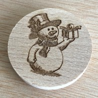 Géocoin en bois - Bonhomme de neige
